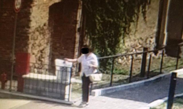 Abbandona i rifiuti in strada: 250 euro di multa a una donna di Cavaria
